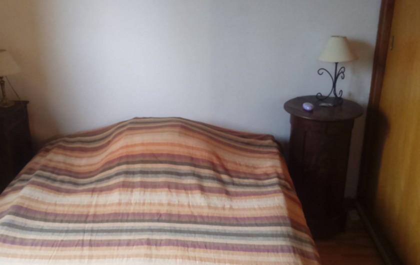 Location de vacances - Chalet à Seyne - Chambre 1 : lit matrimonial