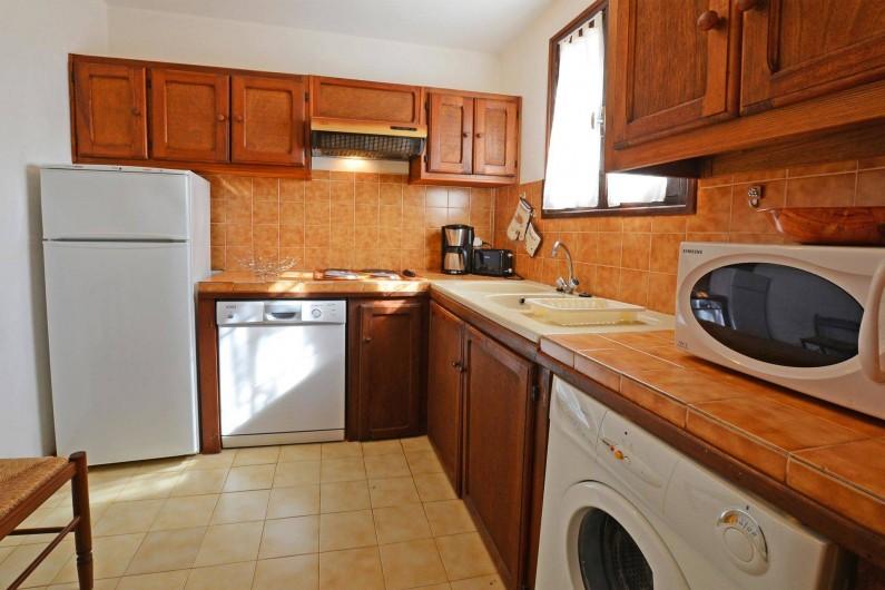 Location de vacances - Villa à Porto-Vecchio - CUISINE TOUT EQUIPEE villa 5 ou 6