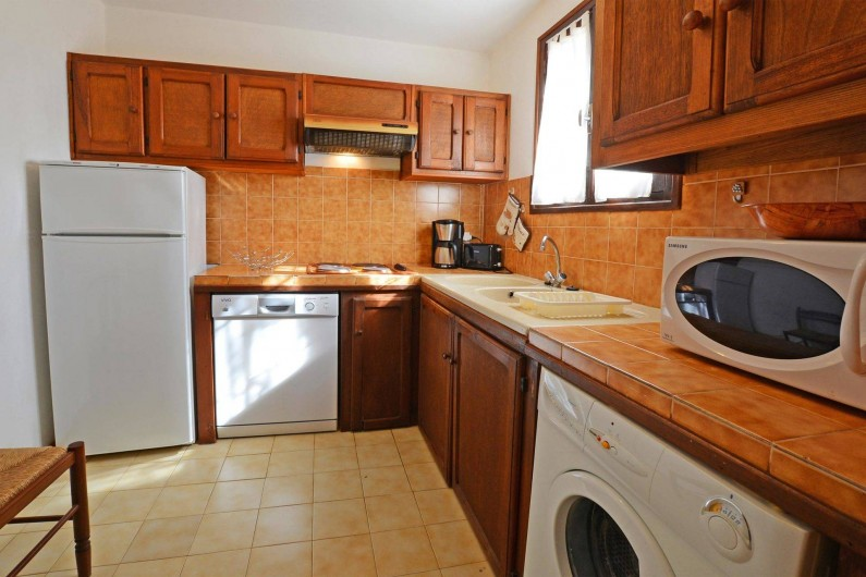 Location de vacances - Villa à Porto-Vecchio - CUISINE TOUT EQUIPEE