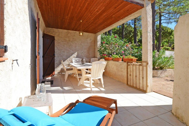 Location de vacances - Villa à Porto-Vecchio - GRANDE TERRASSE COUVERTE