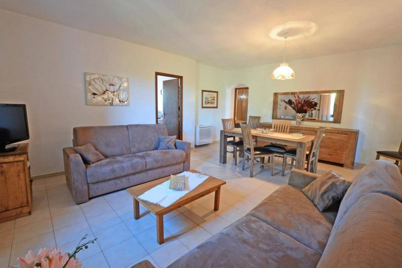 Location de vacances - Villa à Porto-Vecchio - SALON AVEC TELEVISION LCD TNT ET WIFI grande villa