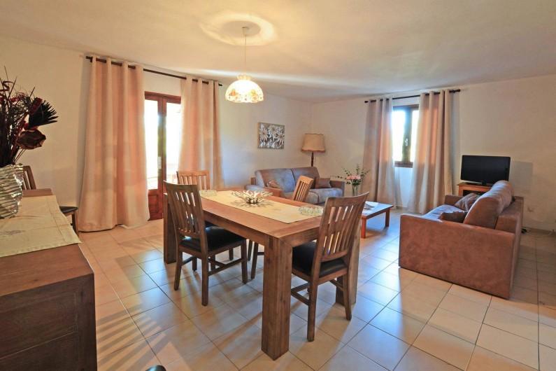 Location de vacances - Villa à Porto-Vecchio - SALLE AVEC CLIMATISATION REVERSIBLE AVEC WIFI
