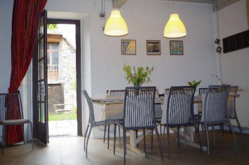 Location de vacances - Chambre d'hôtes à Arrens-Marsous - Le coin repas où nous nous retrouvons au petit-déjeuner ou à dîner