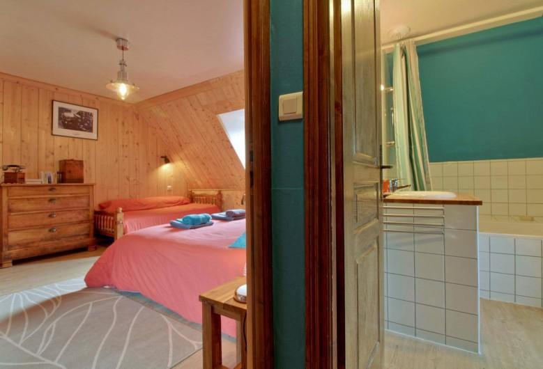 Location de vacances - Chambre d'hôtes à Arrens-Marsous - L'espace sanitaire de la Mansarde
