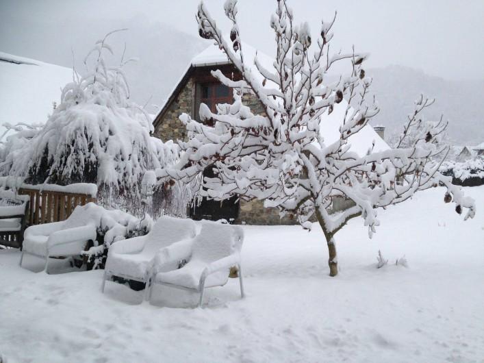 Location de vacances - Chambre d'hôtes à Arrens-Marsous - Le jardin sous la neige