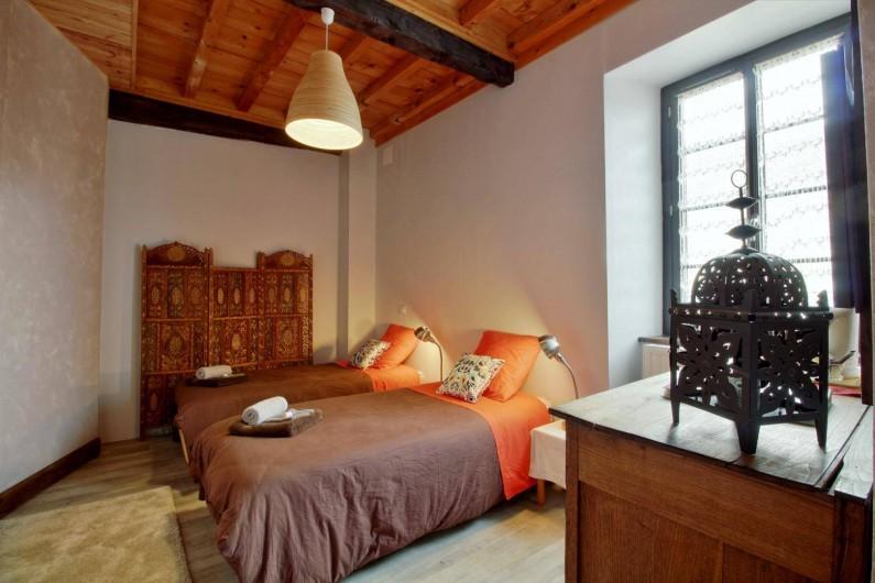Location de vacances - Chambre d'hôtes à Arrens-Marsous - Le Cocon se compose de 2 lits 90 ou 1 lit 180 et peut former une suite familiale