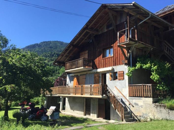 Location de vacances - Appartement à Samoëns - Partie de la maisone qui est à louer.