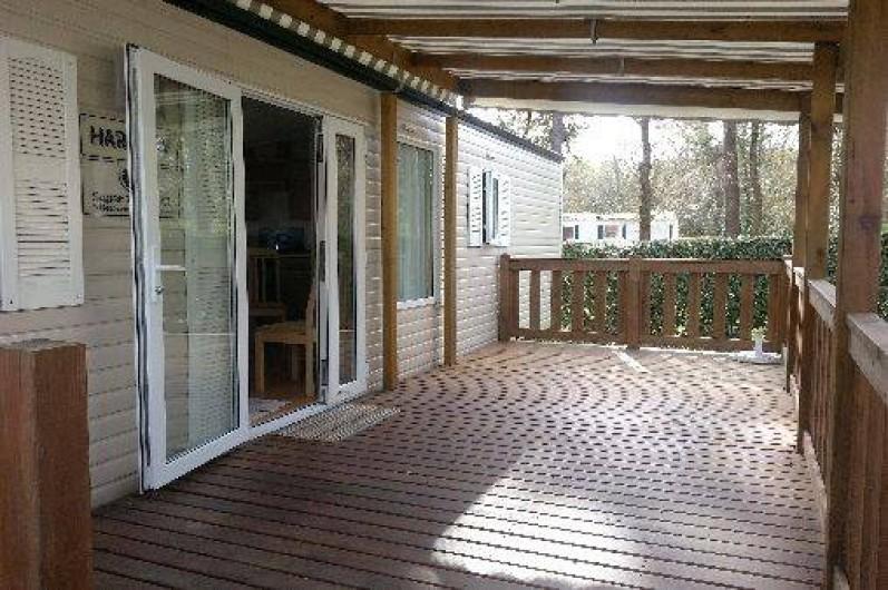 Location de vacances - Camping à Ronce les Bains - Terrasse en partie couverte