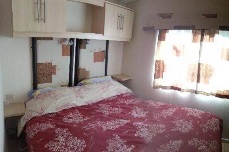 Location de vacances - Camping à Ronce les Bains - la chambres parents (literie 160x200)