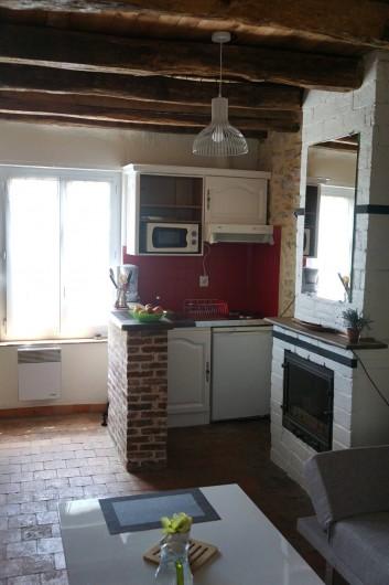 Location de vacances - Chambre d'hôtes à Messas - LE CLOS DE LA VIGNERONNE/ LE GITE_COIN CUISINE - SEJOUR