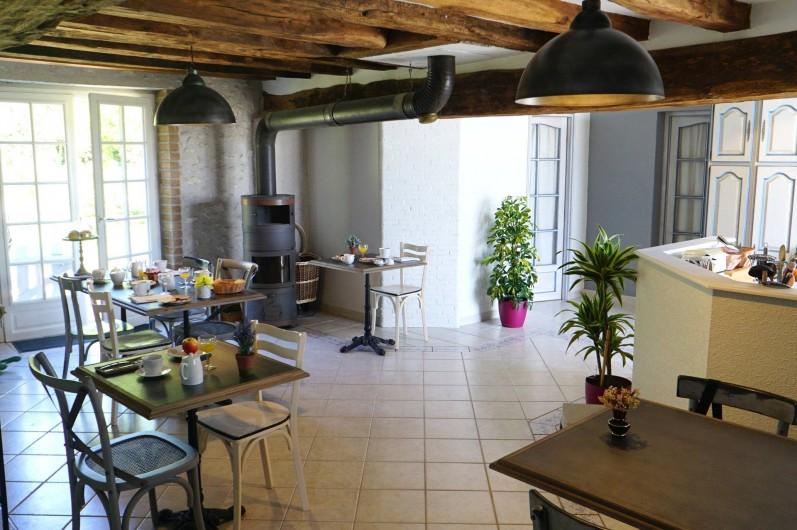 Location de vacances - Chambre d'hôtes à Messas - LE CLOS DE LA VIGNERONNE/ SALLE PETIT_DEJEUNERS-CUISINE COMMUNE