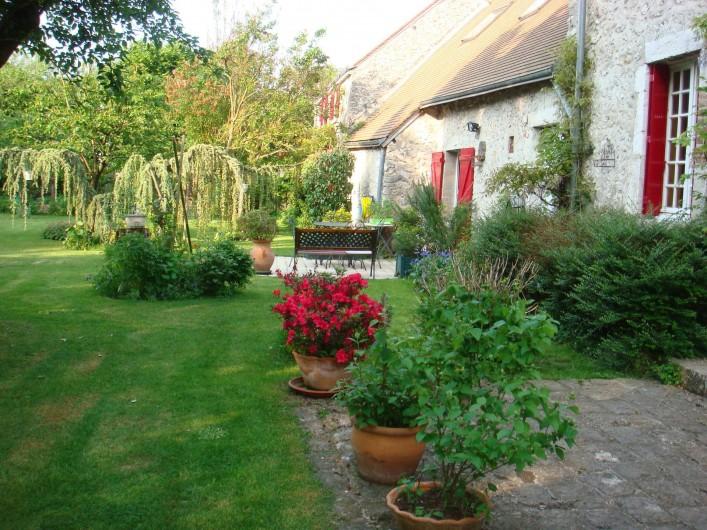 Location de vacances - Chambre d'hôtes à Messas - LE CLOS DE LA VIGNERONNE/JARDIN ET  FACADE