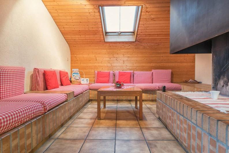 Location de vacances - Appartement à Fieschertal - Le coin avec une cheminéé ouverte Appartement Seppi