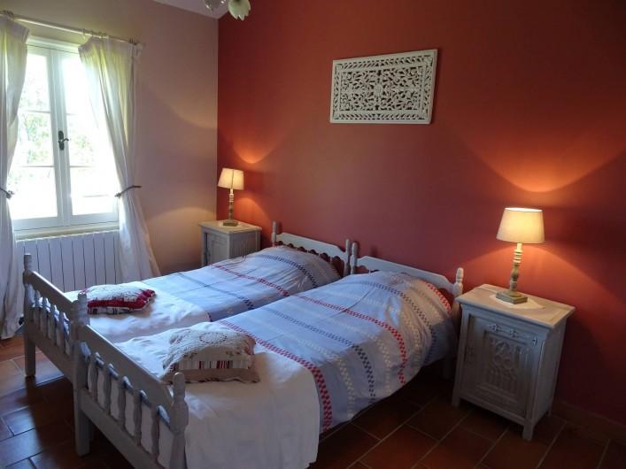 Location de vacances - Mas à Uzès - chambre deux lits simples