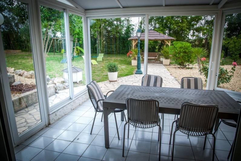 Location de vacances - Gîte à Béziers - Véranda donnant sur tonnelle