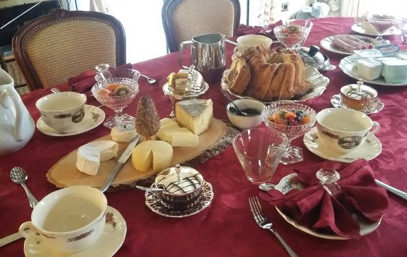 Location de vacances - Gîte à Béziers - Petits déjeuners pour tables d'hôtes ou gîte sur demande