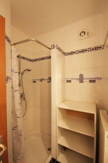 Location de vacances - Appartement à La Panne - Salle de douche 2 : Une douche + Evier