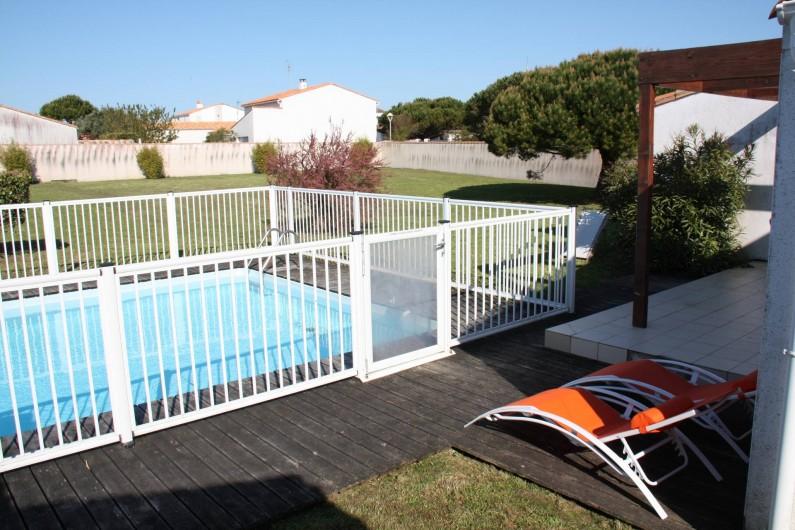 Location de vacances - Maison - Villa à Sainte-Marie-de-Ré - Piscine vue sur jardin