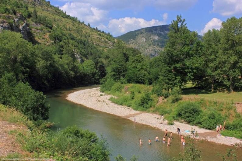 Location de vacances - Camping à Castelbouc - Les nombreux coins baignade