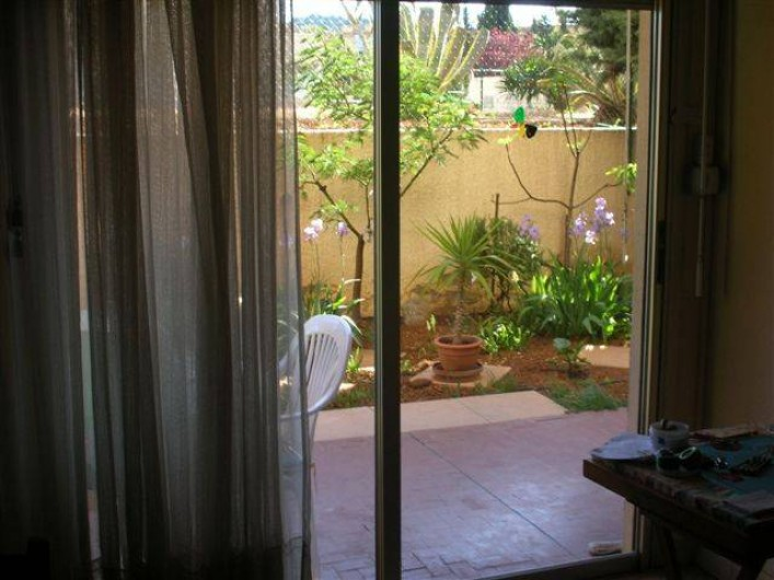 Location de vacances - Appartement à Draguignan - Du salon vers la terrasse