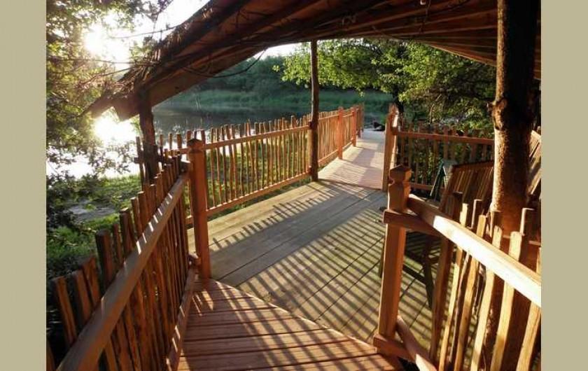 Location de vacances - Cabane dans les arbres à Sainte-Pazanne - L'accès à la cabane du pêcheur