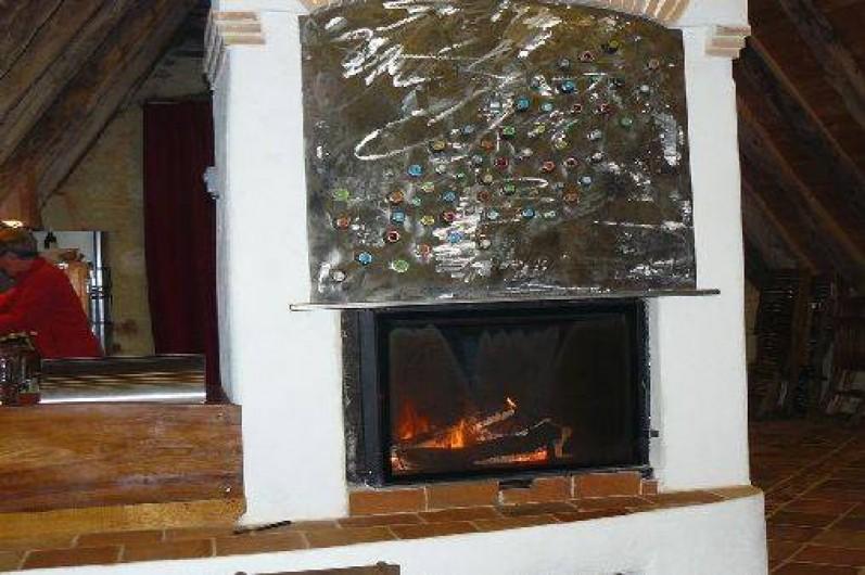 Location de vacances - Gîte à Lentillac-du-Causse - la cheminée centrale
