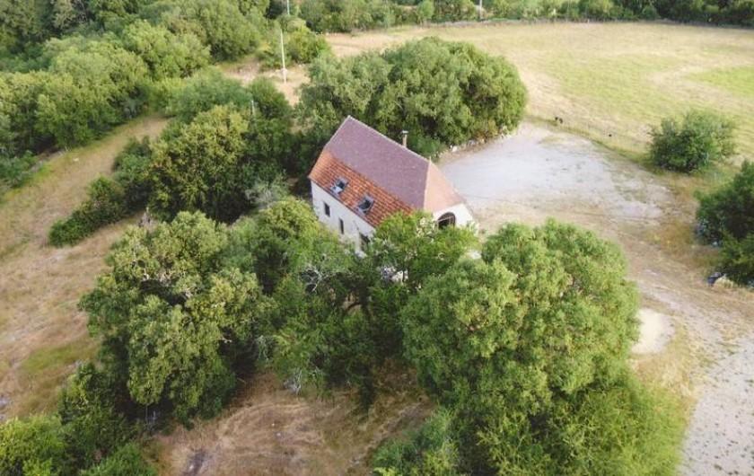 Location de vacances - Gîte à Lentillac-du-Causse - La grange de Pomaret dans son environnement