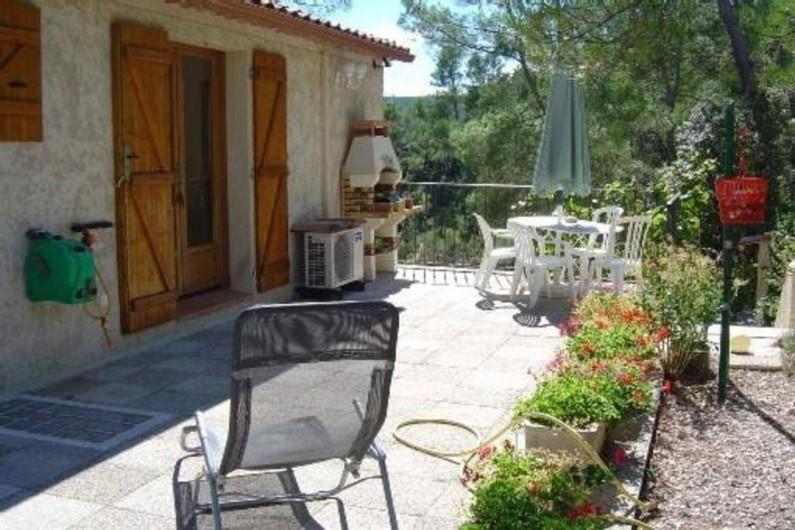 Location de vacances - Appartement à Esparron-de-Verdon - Location N 1  Grande terrasse avec accès direct à la piscine chauffée
