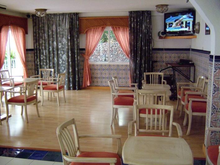Location de vacances - Appartement à Los Cristianos - Salon du bar où il y a des spectacles (musique) et grande tv