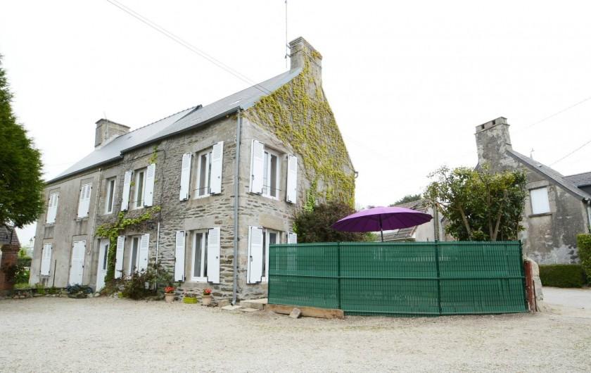 Location de vacances - Gîte à Quettehou - entré du gîte, emplacement du parking le long du gîte.