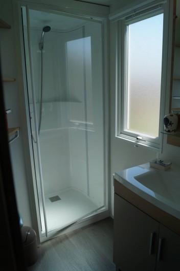 Location de vacances - Bungalow - Mobilhome à Grandcamp-Maisy - Salle d'eau