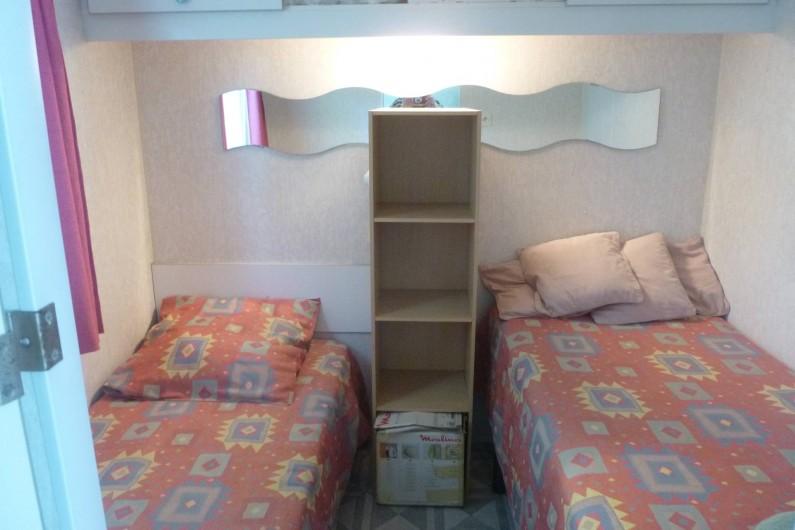 Location de vacances - Bungalow - Mobilhome à Hyères - chambre 2 lits  0,80