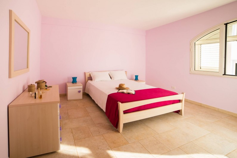Location de vacances - Appartement à Pescoluse - Chambre 1  Large, tranquille, silencieuse. On peut ajouter un berceau.