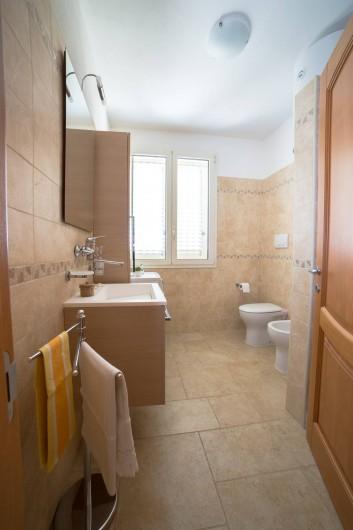 Location de vacances - Appartement à Pescoluse - Nous aimons le propre. La salle de bain sera parfait a votre arrivée!