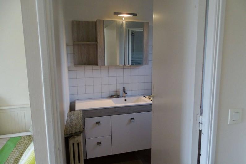 Location de vacances - Studio à Le Pradet - partie salle de douche