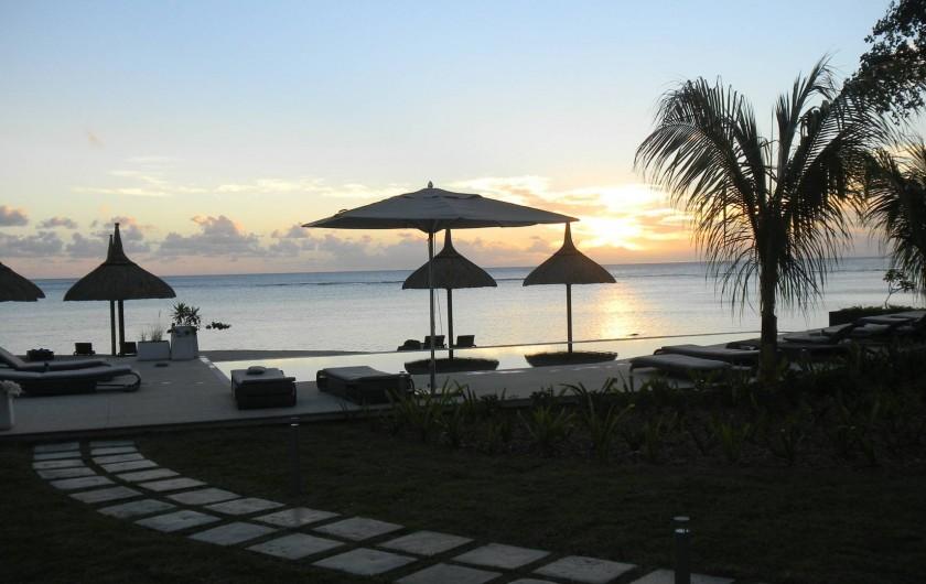 Location de vacances - Appartement à Rivière Noire - Coucher de soleil du jardin