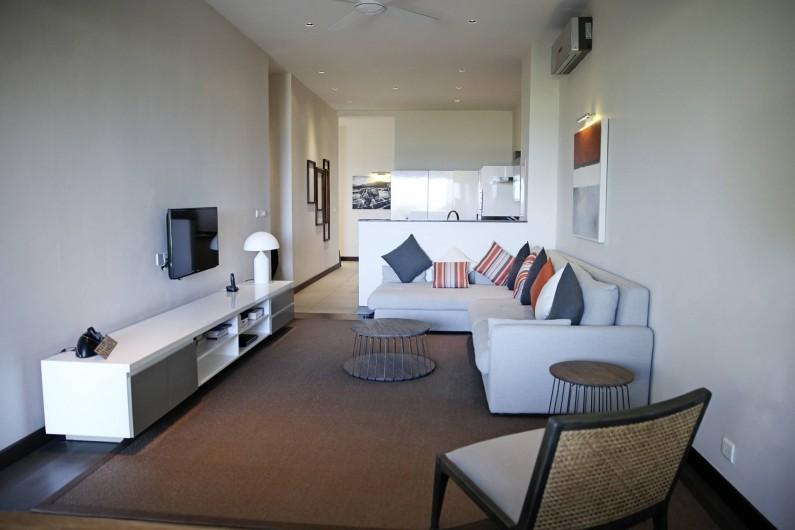 Location de vacances - Appartement à Rivière Noire - LCD TV avec chaine satellitaire dans le sejour.