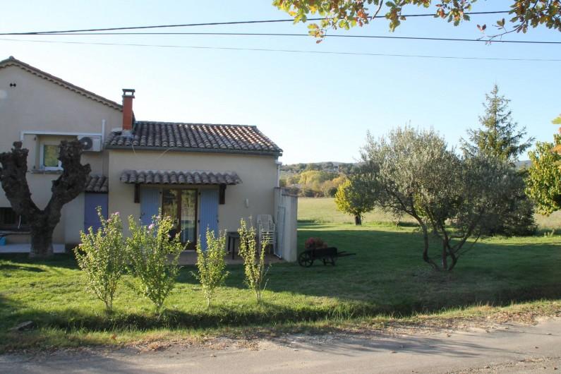 Location de vacances - Gîte à Saint-Victor-de-Malcap - vue façade entrée