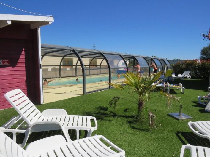 Location de vacances - Camping à Sallertaine - Piscine couverte et chauffée d'avril à la fin des vacances de la Toussaint