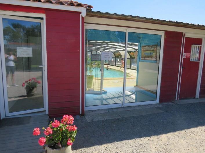 Location de vacances - Camping à Sallertaine - Accès piscine
