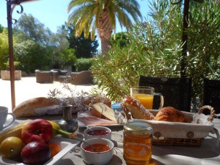 Location de vacances - Chambre d'hôtes à Aigues-Mortes - petit déjeuner
