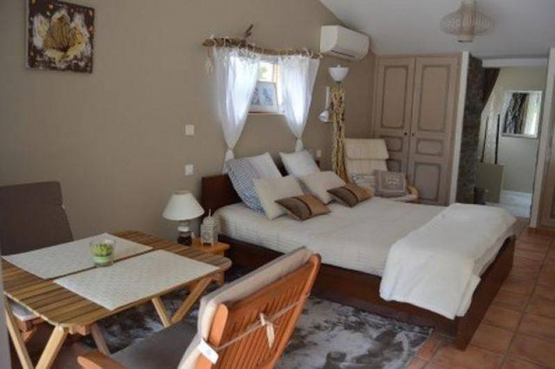 Location de vacances - Chambre d'hôtes à Aigues-Mortes - chambre bois flotté