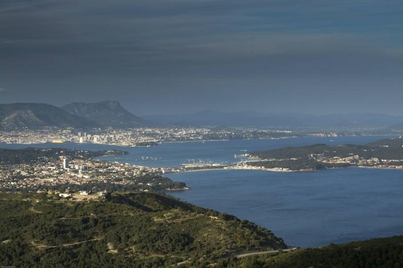 Location de vacances - Villa à Tamaris - Vue du Cap Sicié les Sablettes, Saint Mandrier et la rade de Toulon