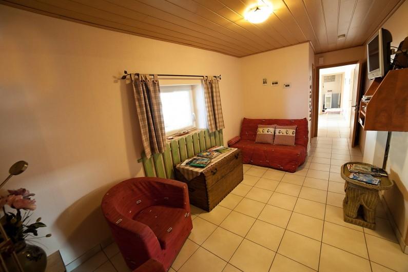 Location de vacances - Appartement à Oberrœdern - Le salon côté entrée du gîte