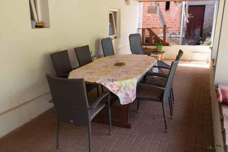 Location de vacances - Appartement à Oberrœdern - Prenez vos repas sur la terrasse.  Jeux d'extérieur pour enfant