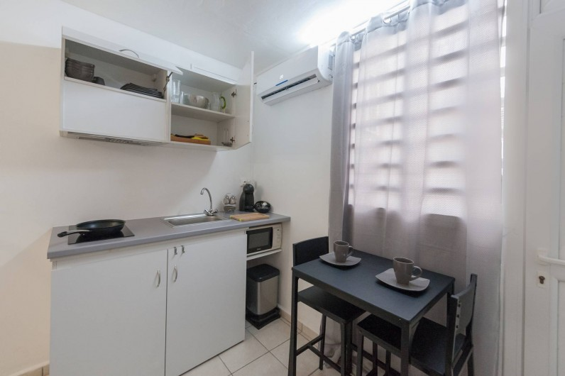 Location de vacances - Studio à Sainte-Anne - Corossol : Coin cuisine et petit-déjeuner