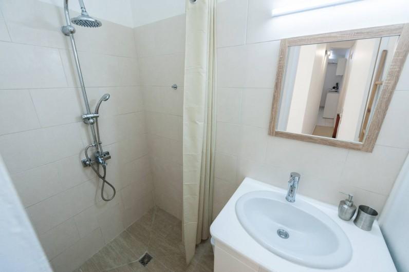 Location de vacances - Studio à Sainte-Anne - Corossol, salle d'eau à l'italienne