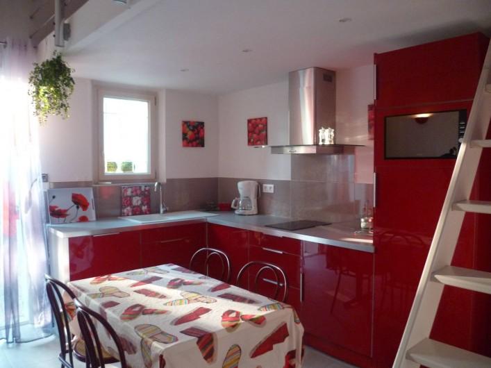 Location de vacances - Gîte à L'Isle-sur-la-Sorgue - cuisine ouverte sur salon