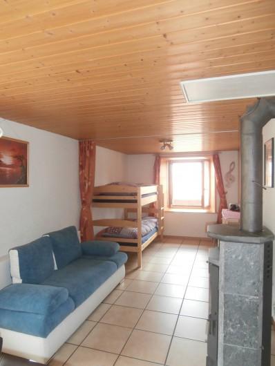 Location de vacances - Appartement à La Chaux-de-Fonds - Pièce cuisine-séjour
