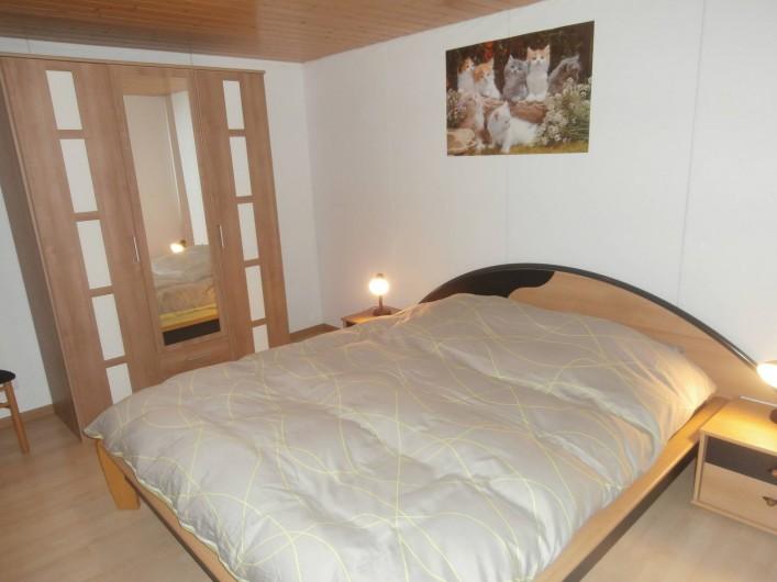 Location de vacances - Appartement à La Chaux-de-Fonds - Chambre avec lit double